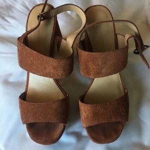 Banana Republic Tan heeled Sandals